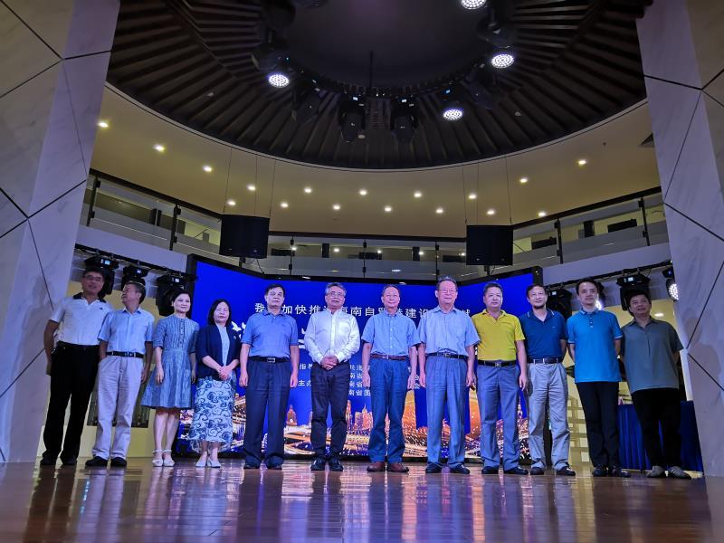 海滨教授在省图书馆讲述东坡功业,省委宣传部常务副部长符宣国等出席并发表感言